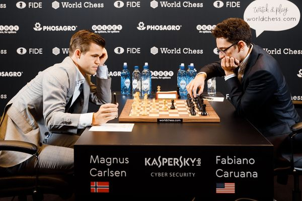 https://en.wikipedia.org/wiki/World_Chess_Championship_2018#/media/File:Magnus_Carlsen_vs._Fabiano_Caruana,_WCh_2018,_6_game.jpg